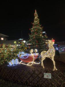 Weihnachtsbaum mit Rentierschlitten